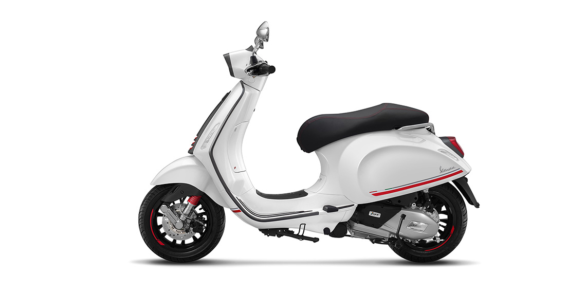 The new 2019 Limited-Edition Vespa Sprint Carbon  brings more intensity