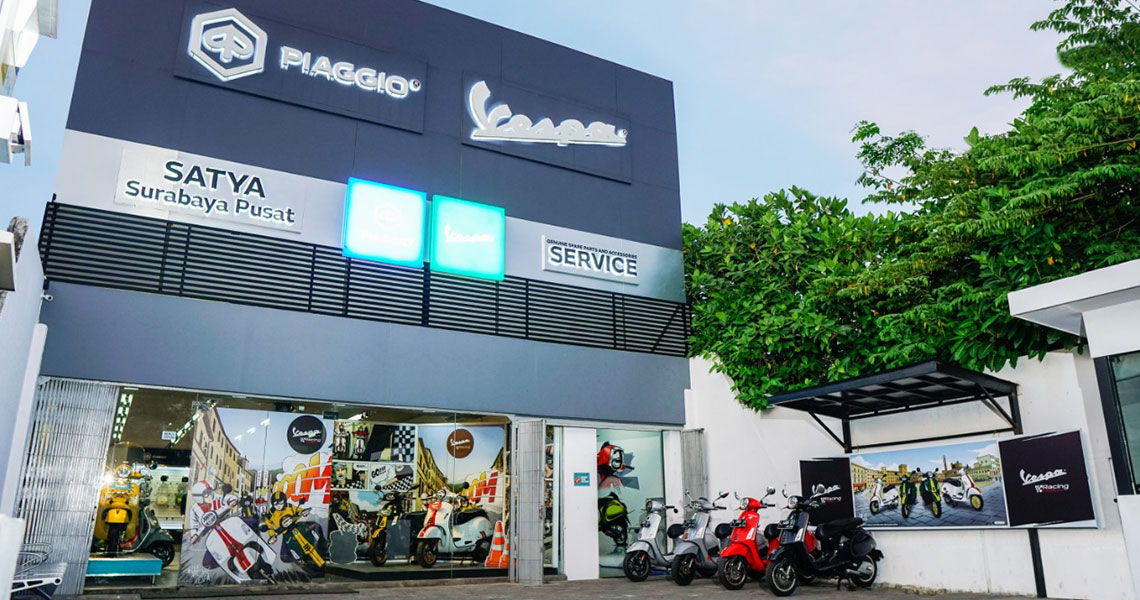 Experience the Excitement of a Classic Sporty and Elegant Ambiance in the Style of Vespa Racing Sixties at Authorized Piaggio Vespa Dealerships